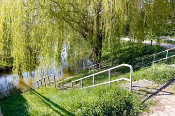 Grabenablauf in das Landscheidefleet Nettelnburger Straße/Püttenhorst am Spielplatz