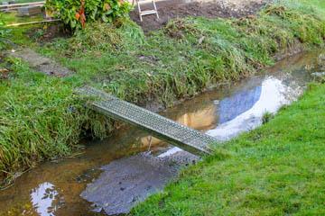 Noch ein Metallmodell einer Brücke. Diese Art der Brücken waren wohl einmal ein Sonderangebot.